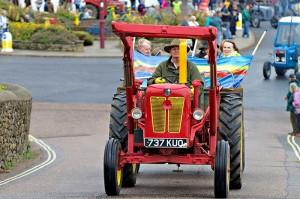 Vintage tractor run